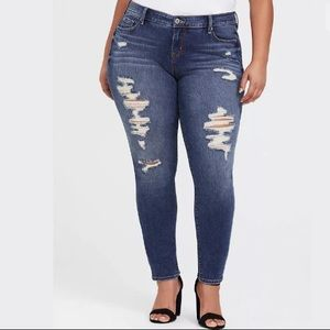 Torrid NWT Sophia Wavebreak Distressesed Jeans 24S